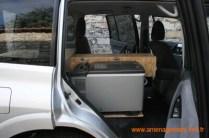 Caisson avant pour VHF et CB avec rangement de l'équipement et emplacement pour le réfrigérateur avec platine de fixation