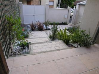 aménagement de jardin entrée en pente