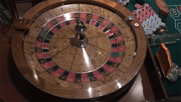 double-zero roulette wheel