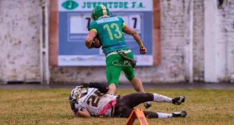 Above: Juventude WR, Vinicius Pacheco, escapes his defender against the Curitiba Brown Spiders. Photo credit: Paulo Machado