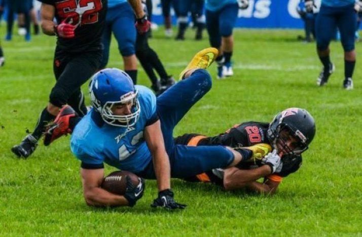 Vasco DB André Macaskill #20 takes down reciever
