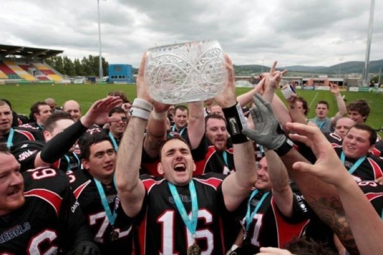 dublin-rebels-celebrate-winning-the-shamrock-bowl-782010-752x501