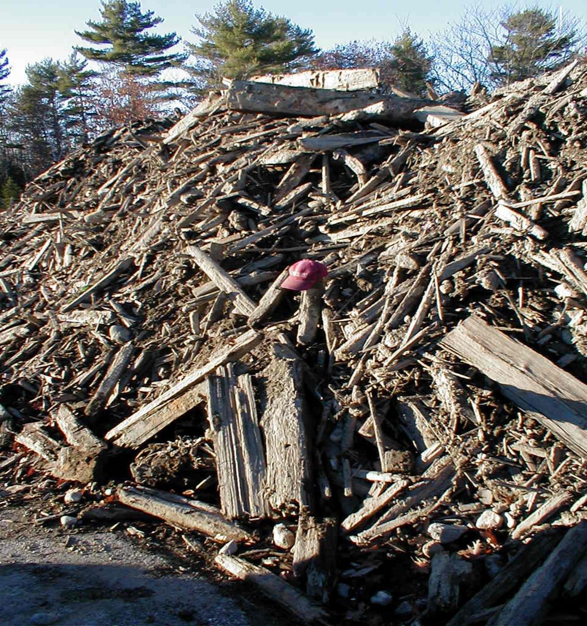 Schooners debris pile.jpg (1200×1280)