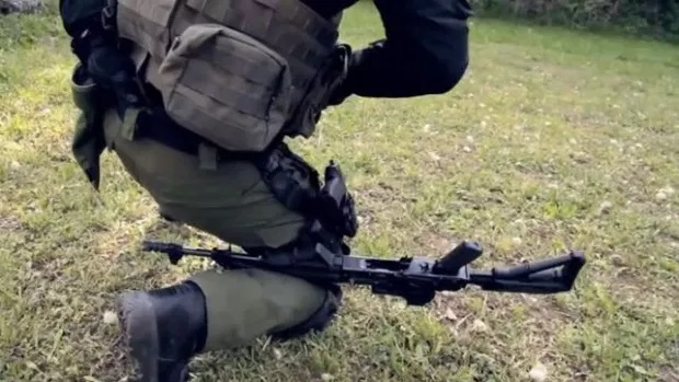 TX2Guns: How to Reload an AK with an Injured Arm