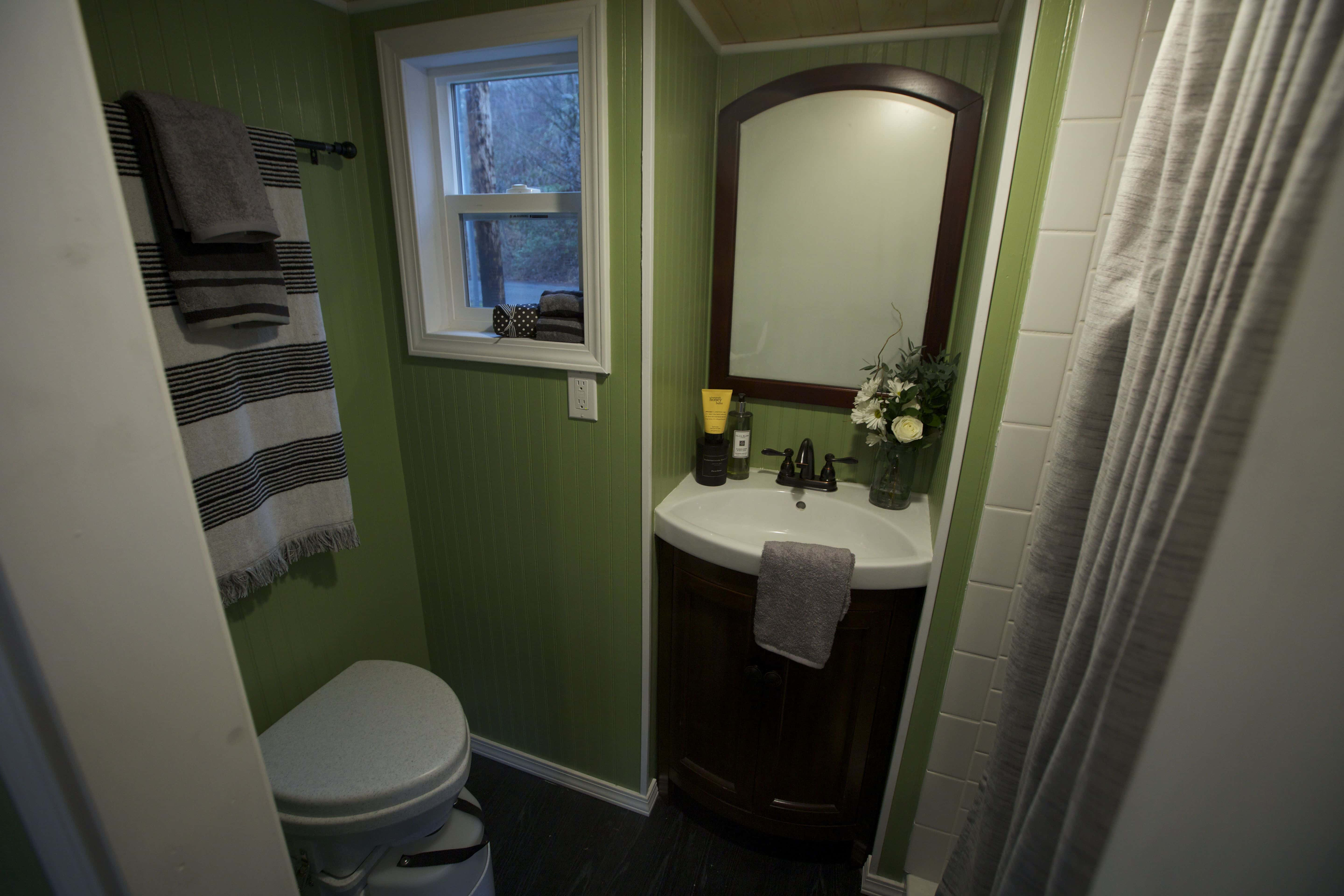 American-Tiny-House-everett-interior-bath