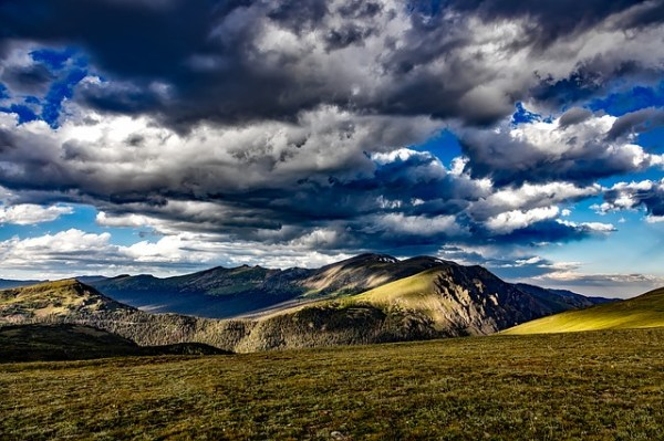 The heights of Colorado make for an excellent summer hike in the American Rockies