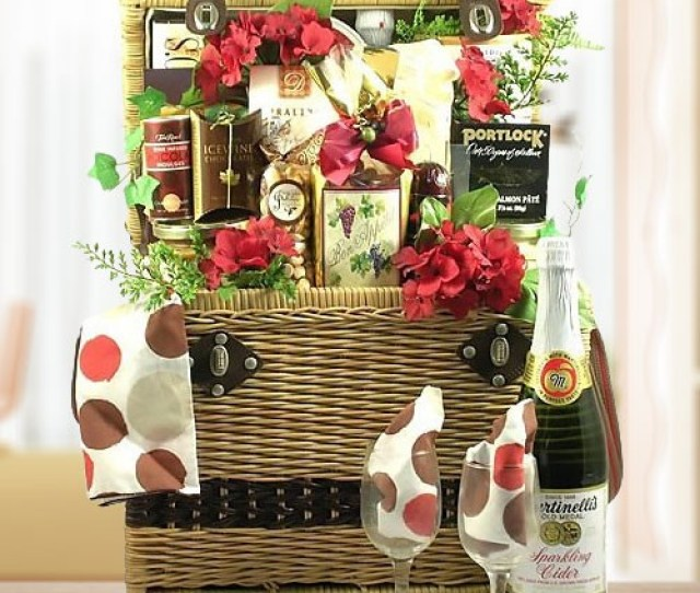 Vip Cheese Chocolate Nuts Romantic Gift Basket For Picnic