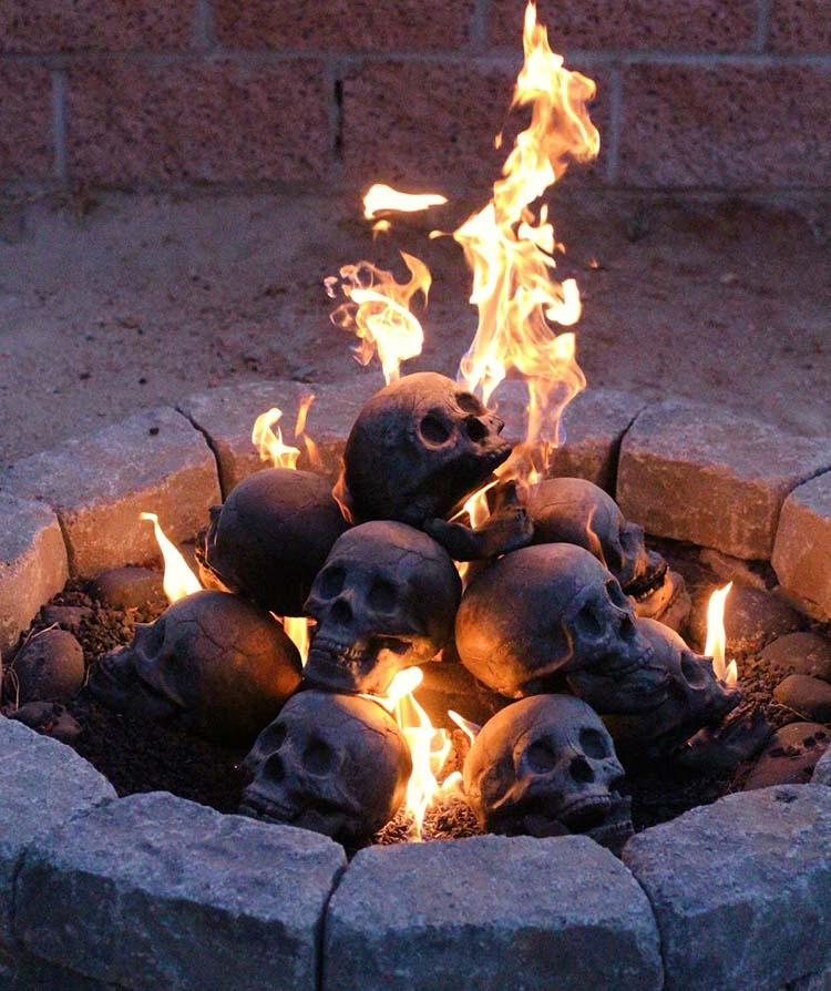 https://i2.wp.com/www.amerika.org/wp-content/uploads/blaze_of_skulls.jpg