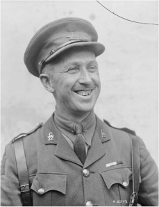 Photo du major Georges P. Vanier prise en juin 1918, quelques  semaines avant l'assaut sur Chérisy