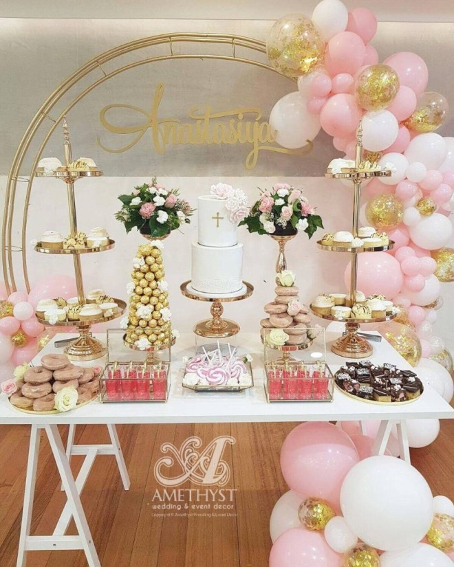 gold-circle-arch-dessert-table