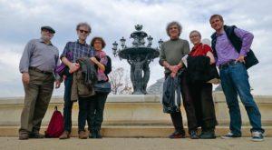 Les membres du groupe devant la fontaine Bartholdi, à Washington - DR