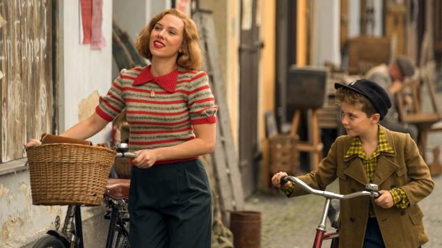 Roman Griffin Davis, Scarlett Johansson