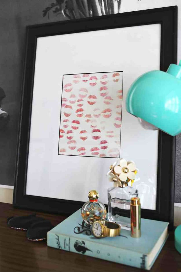 Homemade Valentin's Day Gifts: Lipstick Artwork
