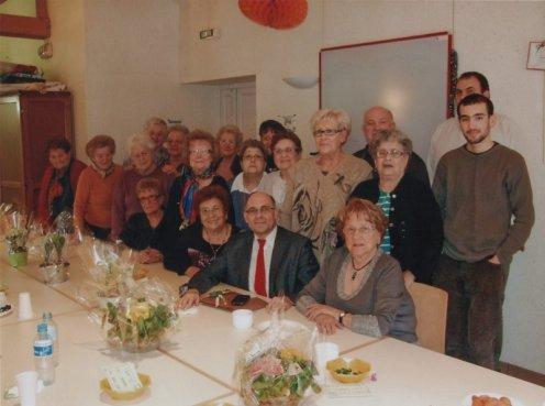 Le café Klatsch et quelques membres de l'association accueillent monsieur le maire.