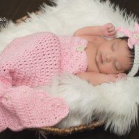 Crochet Newborn Mermaid Outfit with Starfish Headband Pattern by AMKCrochet.com. Perfect newborn baby girl photo prop!