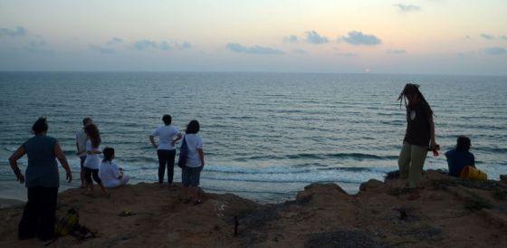 מנקים את החוף1