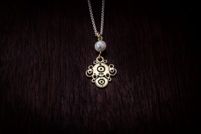 APP5 - bullet lace and pearl pendant
