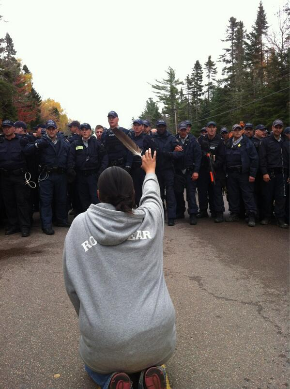 Fracking protestor at Elsipogtog faced down by RCMP line