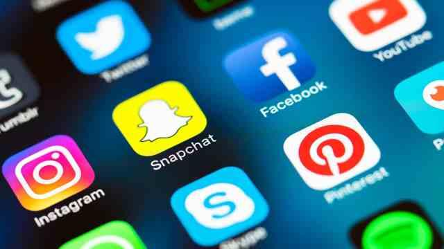social-media-mobile-icons-snapchat-facebook-instagram-ss-1920 أزمة ثقة في الإعلانات على جوجل و فيس بوك مع انستقرام و سناب شات