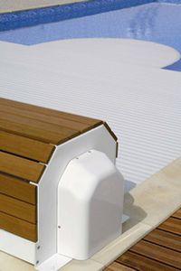Copertura automatica esterna con calotta di protezione in PVC color legno: Narbonne-0