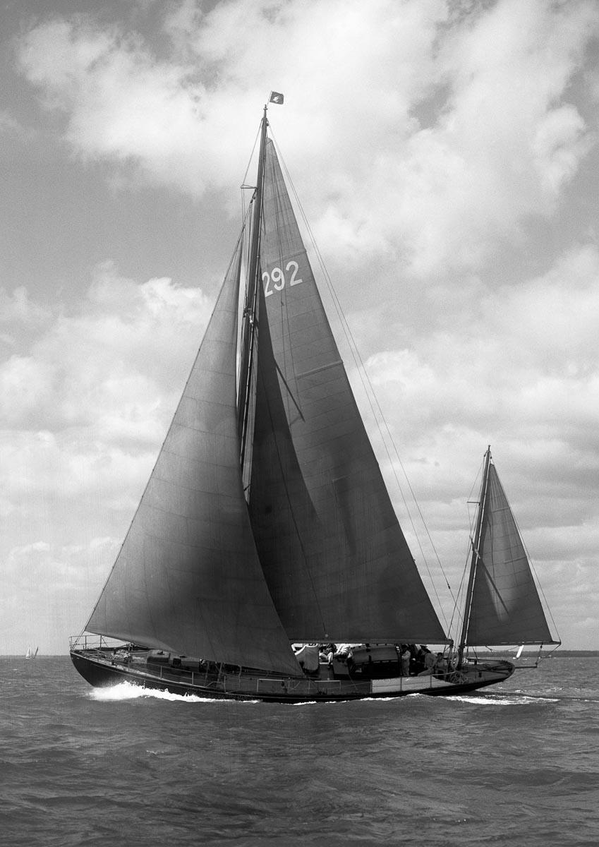 1947 69 Photos By Beken Of Cowes Amokura A Classic