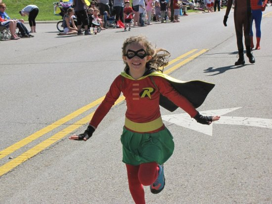 Mira as Robin in the Hilliard parade