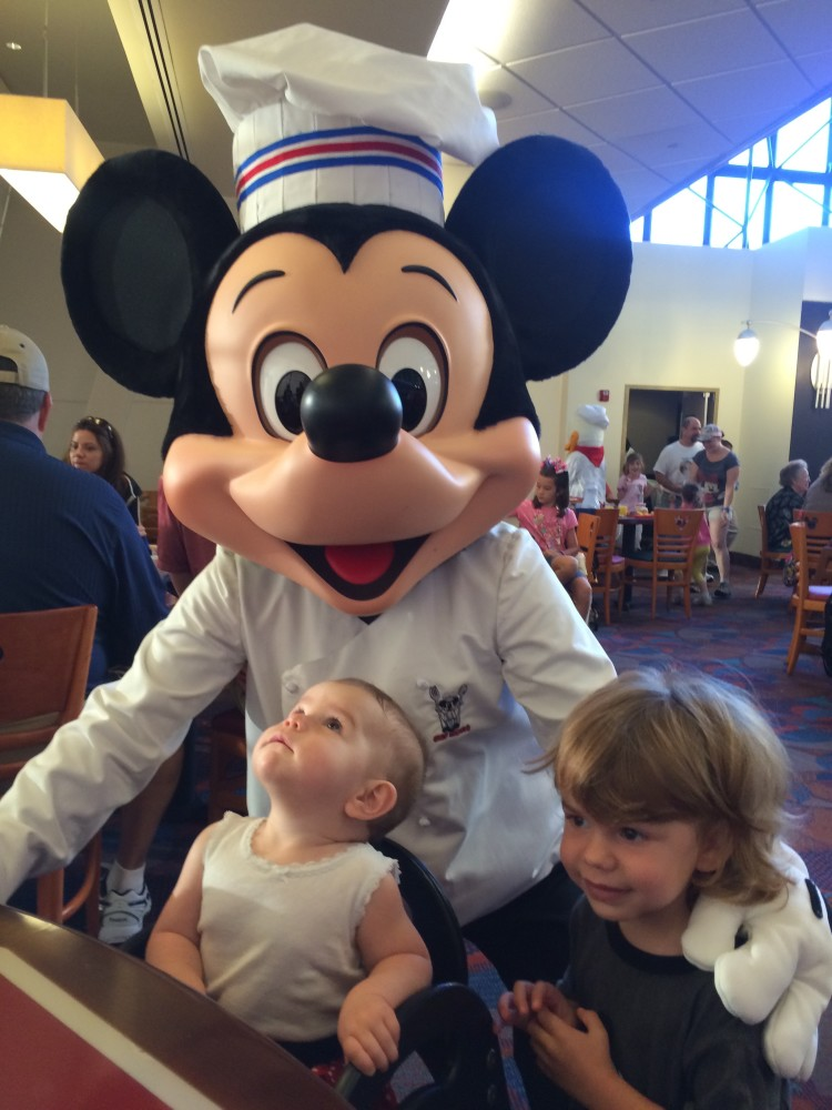 character dining tips with a baby and a toddler in disney // www.amonkeyandhismama.com