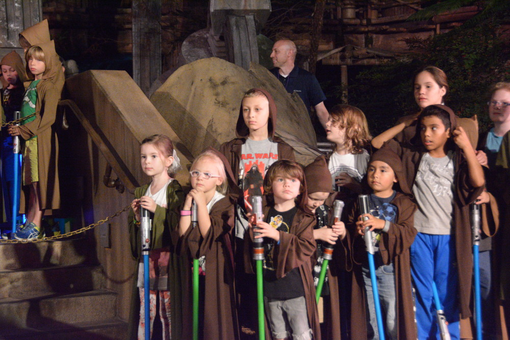 jedi training academy: trials of the temple with a 4 year old // a monkey and his mama // disney with a toddler, disney with a preschooler, jedi training with a preschooler