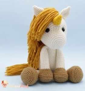 unicorn crochet pattern - amorecraftylife.com #baby #crochet #crochetpattern #freecrochetpattern