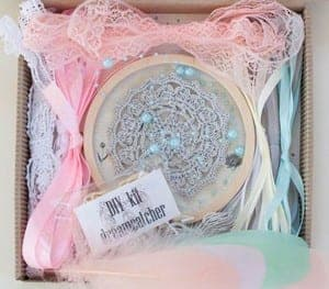 dreamcatcher kit - DIY craft kits - gift ideas- creative gifts - arts and crafts activities - amorecraftylife.com