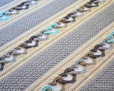 heart blanket crochet pattern - heart crochet pattern- crochet pattern pdf - valentines day pattern- amorecraftylife.com #heart #crochet #crochetpattern