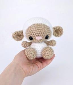 lamb crochet pattern- easter crochet pattern pdf - amigurumi amorecraftylife.com #crochet #crochetpattern