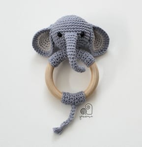 Amour Fou | Crochet }: { Gustav, the balancing elephant... } | 300x289