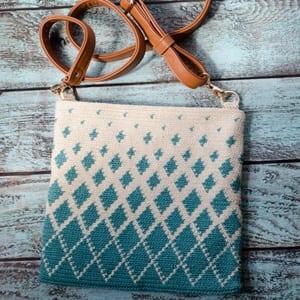 purse crochet pattern - handbag crochet pattern - amorecraftylife.com #bag #crochet #crochetpattern