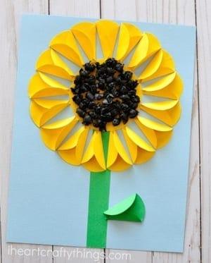 sunflower kid craft - amorecraftylife.com #kidscrafts #craftsforkids #preschool