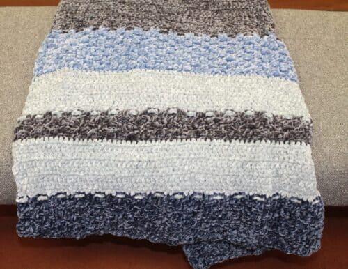 free textured velvet blanket crochet pattern - crochet throw pattern- crochet blanket pattern -amorecraftylife.com #crochet #crochetpattern #freecrochetpattern