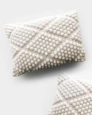 crochet pillow pattern -amorecraftylife.com #crochet #crochetpattern #diy