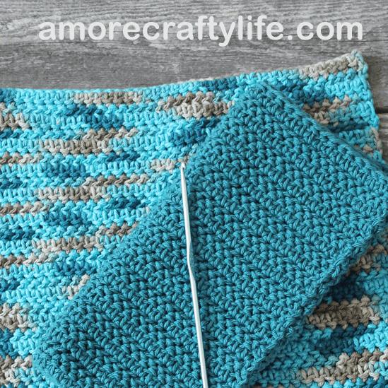 free printable herringbone half double crochet potholder pattern -amorecraftylife.com #crochet #crochetpattern #diy #freecrochetpattern