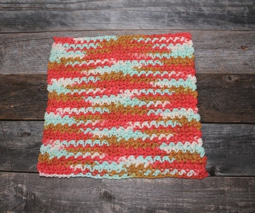 free printable mesh stitch crochet dishcloth pattern -amorecraftylife.com #crochet #crochetpattern #diy #freecrochetpattern