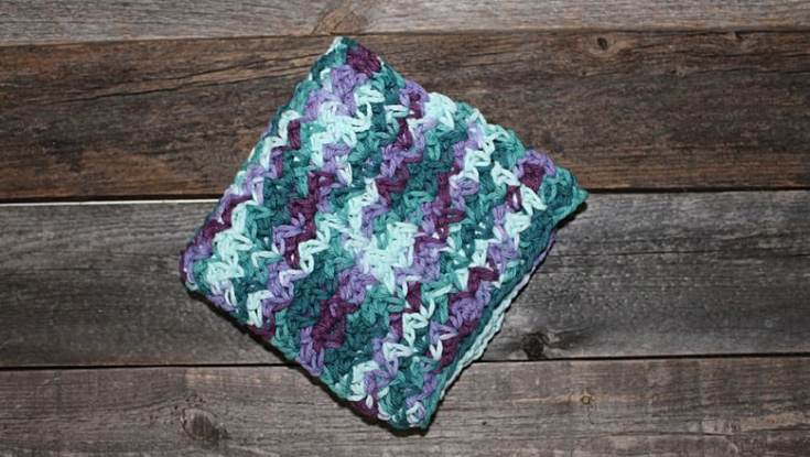 free printable spider stitch crochet dishcloth pattern -amorecraftylife.com #crochet #crochetpattern #diy #freecrochetpattern