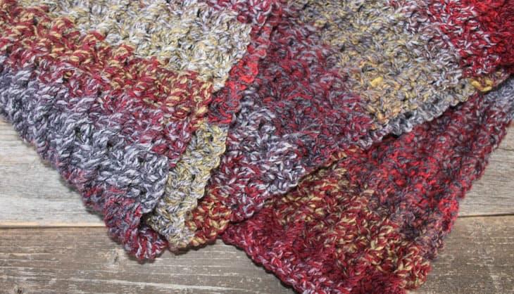 chunky free scarf crochet pattern -bulky yarn- amorecraftylife.com #crochet #crochetpattern #freecrochetpattern