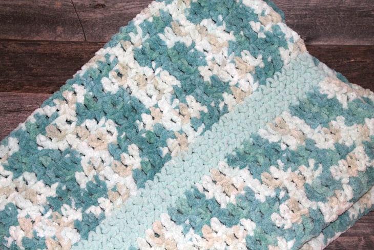 How to Crochet a baby blanket crochet pattern - beginner crochet pattern -amorecraftylife.com - free printable pdf - bernat blanket yarn #baby #crochet #crochetpattern #freecrochetpattern