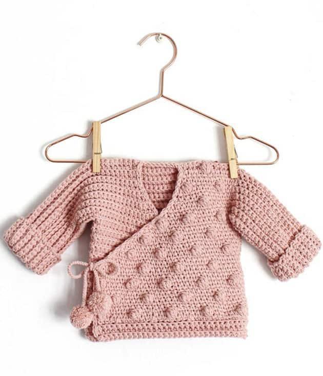 Make a cute baby sweater crochet pattern. baby cardigan crochet pattern - baby gift -amorecraftylife.com  - baby afghan - #baby #crochet #crochetpattern
