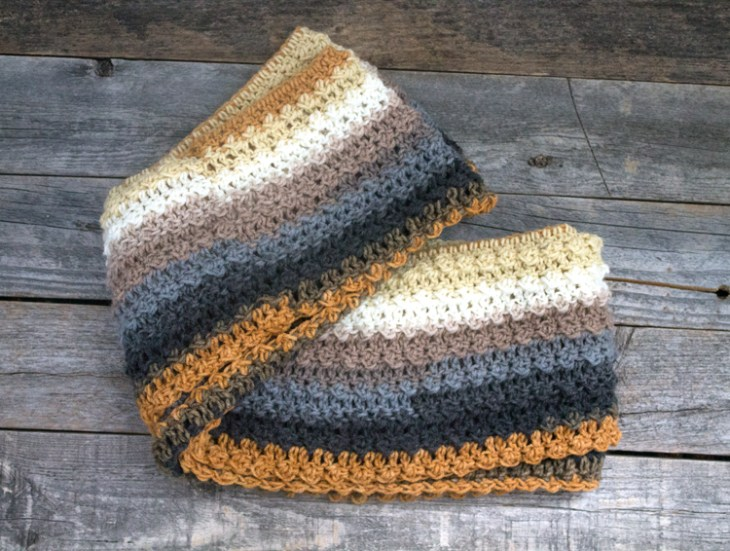 free golden brown infinity scarf crochet pattern - easy scarf pattern - amorecraftylife.com