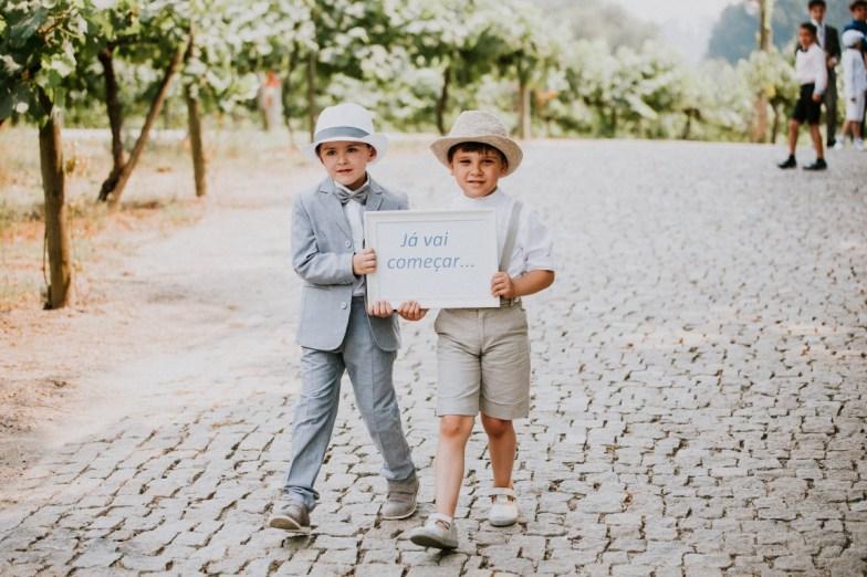 Destination Wedding in Portugal Vineyard - Gabi + Joe_068