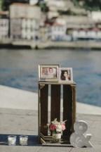 molduras decorativas junto ao rio para pedido de casamento