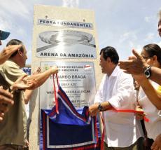 Eduardo Braga no lançamento da pedra fundamental da Arena da Amazônia. (Photo: Arquivo/Divulgação)
