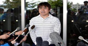 Takayuki Tanooka, pai do menino, dando entrevista. Foto: Reprodução