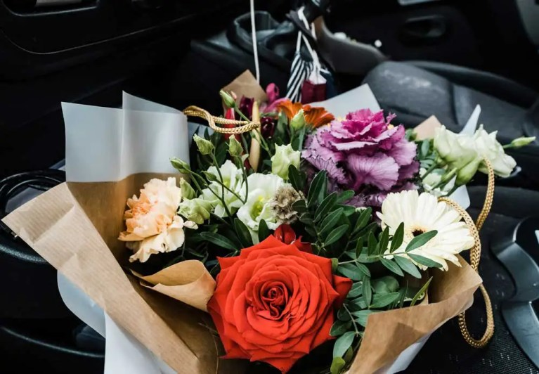 Business home delivery service flower bouquet delivery