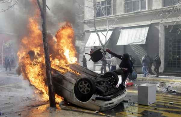 Encapuchados Burn a Car